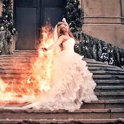 el buen tono - shakira saca fuego vestida de novia
