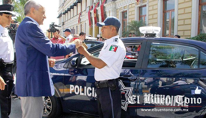 Resultado de imagen para el Alcalde Diez Francos entregando patrullas