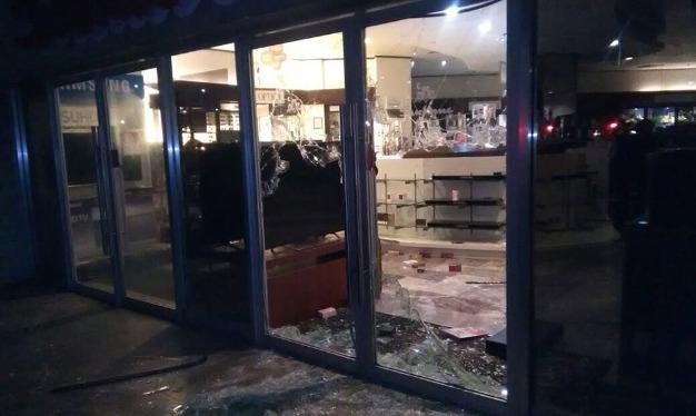 Delincuentes rompen puertas de sanborns de plaza for Sanborns orizaba