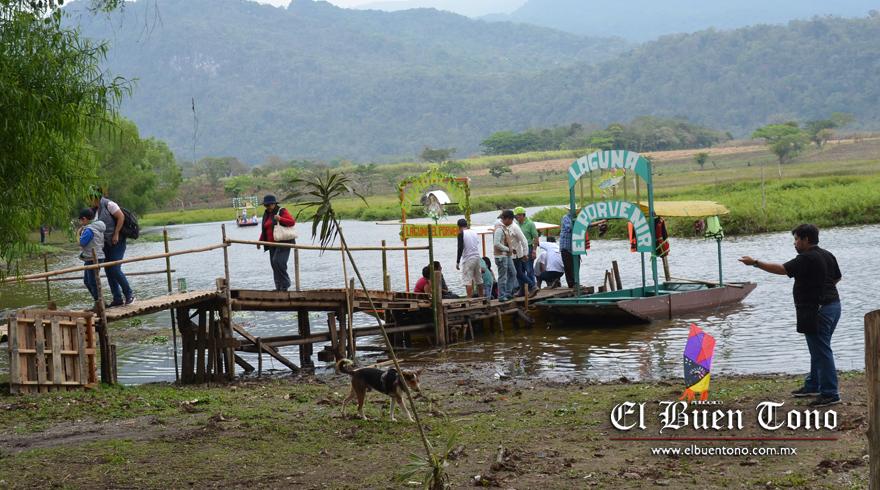 El Buen Tono Visitan Laguna De El Porvenir Ayuntamiento